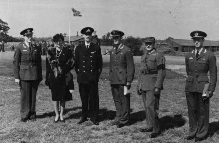 Majors Mehre, Mohr and Birksted are presented with the Norwegian War Cross with Sword by Crown princess Märtha, King Haakon, and Crown prince Olav on 5 September 1942