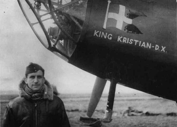 Henning Pedersen in front of Handley Page Hampden King Kristian d. X.