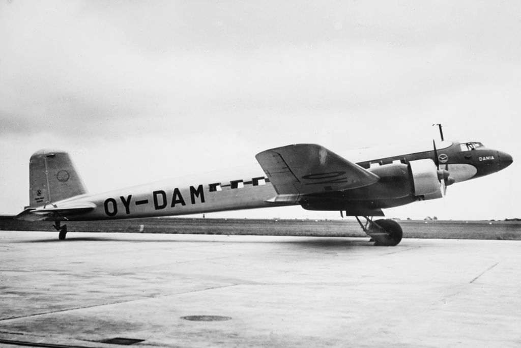 Danish Airlines' Fw 200A-02 Condor OY-DAM 'Dania' in 1939. The aircraft was later registered as G-AGAY 'Wolf' and DX177. The aircraft crashed on 12 July 1941 at White Waltham.