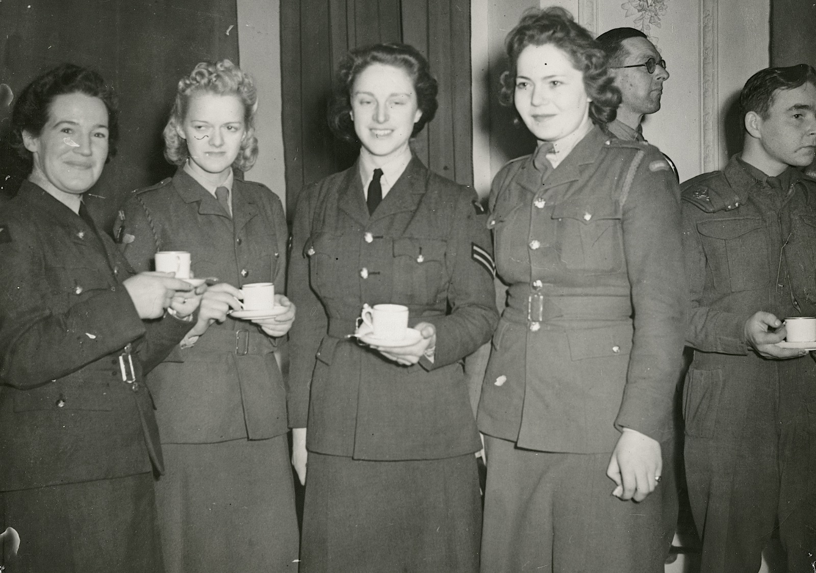 On 22 December 1942, the Danish Minister, in London, Count E. Reventlow and his wife gave a reception for Danish volunteers at the Danish House in Pond Street. From left it is Mary Kraul, an unidentified A.T.S, Cpl Gerda Gormsen Hansen, and another unidentified A.T.S. (Museum of Danish Resistance)