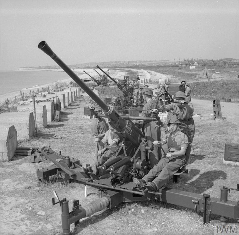 A Bofors gun battery situated on the South Coast as part of the belt of anti-aircraft guns. © IWM (H 39805)
